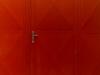 Křídlová vrata k hasičské zbrojnici s dveřmi